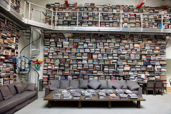 A biblioteca/estúdio de Karl Lagerfeld. Foto de Selby.