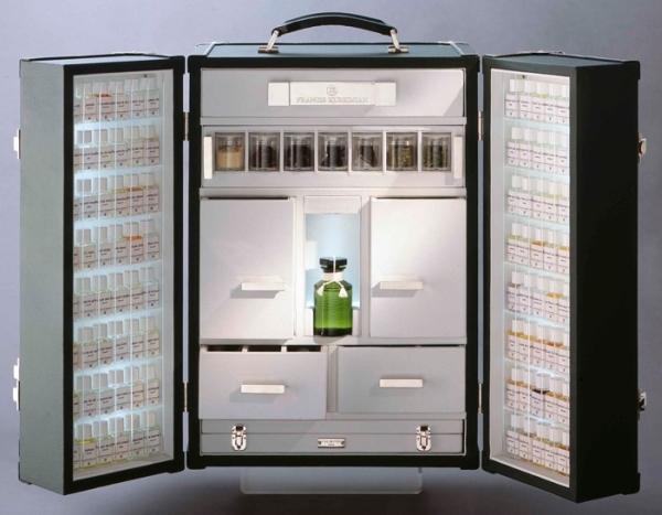 A maleta do perfumista para visita ao cliente.